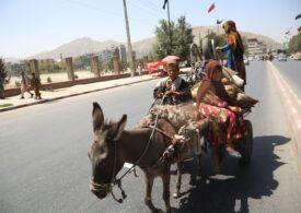 Afganii fugiţi din Kabul sunt îngroziți de situația de acasă