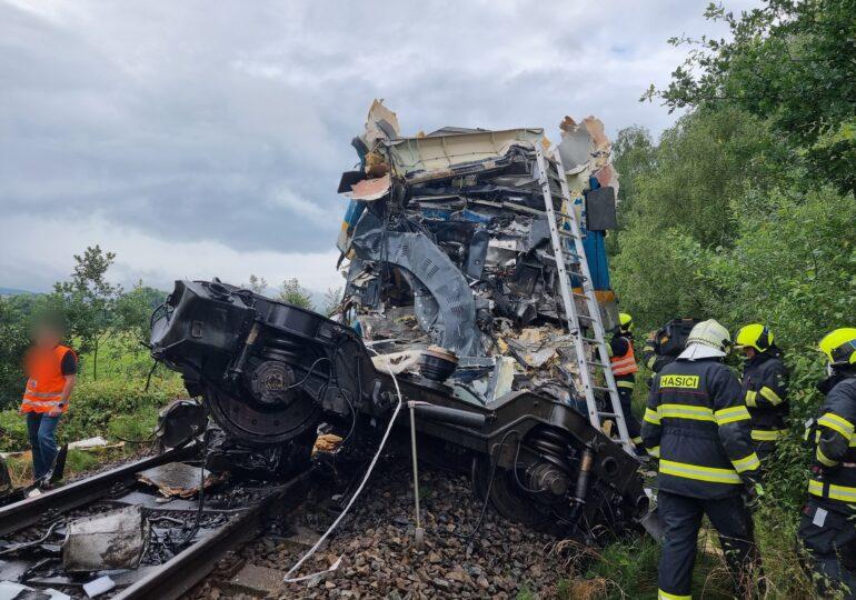 Două trenuri s-au ciocnit în Cehia: Trei morți și zeci de răniți