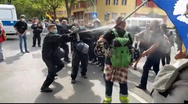 Violențe la Berlin în timpul manifestaţiilor față de restricțiile antiCOVID