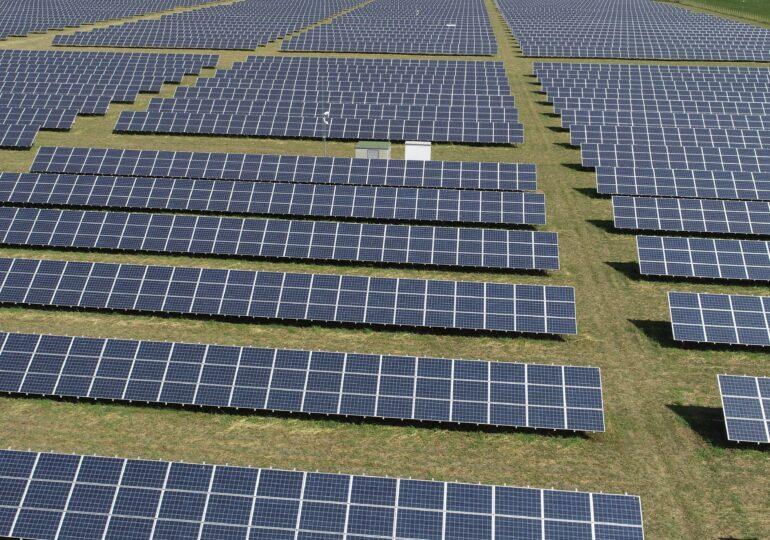 Un mall din București va fi acoperit cu panouri solare, pentru a trece pe energie verde! Investiție de un milion de euro