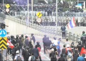 Thailanda: Proteste Covid cu gaze lacrimogene, tunuri cu apă şi gloanţe de cauciuc (Video)