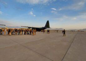 Al treilea zbor la Kabul al aeronavei MApN: 14 români transferaţi în aeroport au fost evacuaţi, alături de 4 cetăţeni bulgari