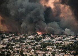 Grecia continuă să ardă la temperaturi record de peste 47 de grade. Atena e acoperită de un fum negru și toxic (Foto & Video)