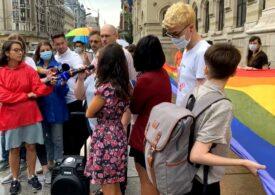 """""""Homofobie la Primărie!"""" Protest la uşa lui Nicușor Dan, dupa ce PMB a pus beţe în roate paradei gay, dar a autorizat """"marșul fascist"""" al Noii Drepte - UPDATE: PMB invită la noi discuții"""
