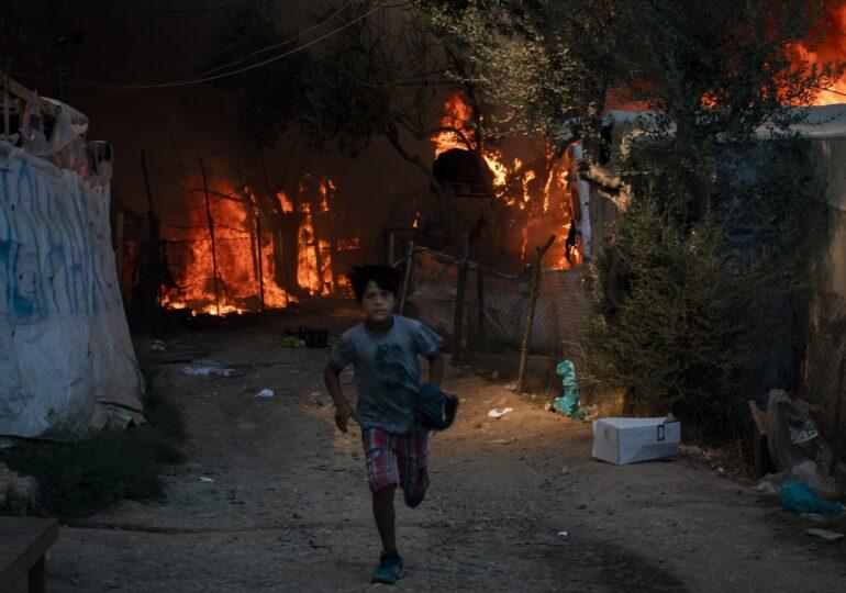 Grecia e în flăcări după cele mai mari temperaturi din istorie. Noi incendii au izbucnit în suburbiile Atenei și sunt temeri de o pană de curent națională (Video)