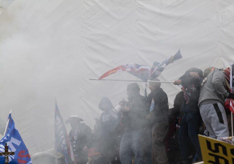 Patru poliţişti care au intervenit la asaltul asupra Capitoliului s-au sinucis