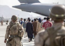 MAE anunță că a evacuat cinci cetățeni afgani din Kabul: Un student cu bursă în România și doi jurnaliști cu familiile lor