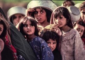 """Măsuri radicale impuse de talibani funcționarilor publici și fetelor care merg la școală. UE cere tuturor statelor să primească refugiați, """"regulat și ordonat"""""""