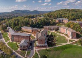 O universitate din SUA a dat afară 238 de studenți pentru că nu s-au vaccinat anti-COVID