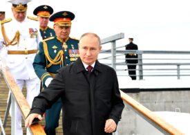 Putin dă bani militarilor, poliţiştilor și pensionarilor, înainte de alegerile parlamentare