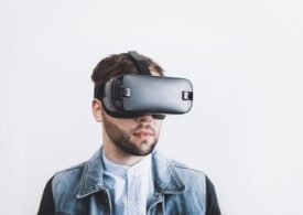 Facebook lansează o aplicaţie VR pentru lucrul la distanţă