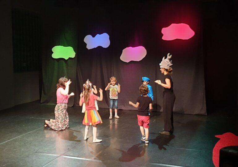 Actori de mici: Cum învață copiii să se exprime și să comunice mai eficient, prin teatru