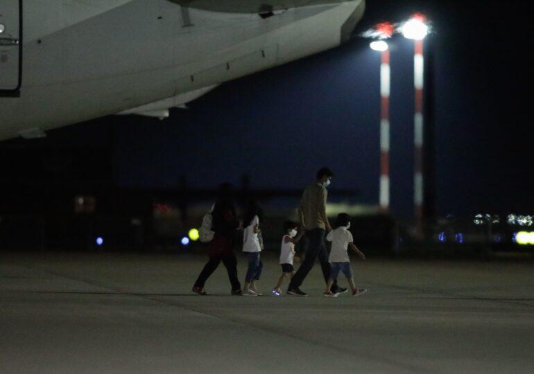139 de cetățeni afgani aflați sub protecția României au ajuns la București