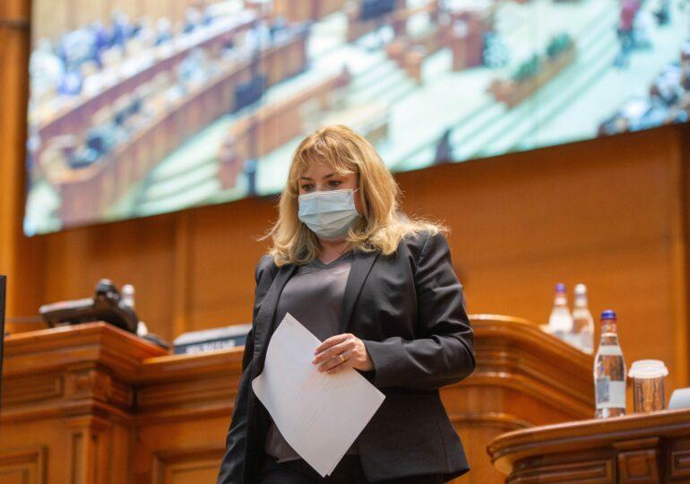 Anca Dragu spune că e hărțuită de liberalii din tabăra Cîțu care vor să o demită din fruntea Senatului. Face demersuri cu Orban pentru plen de moţiune