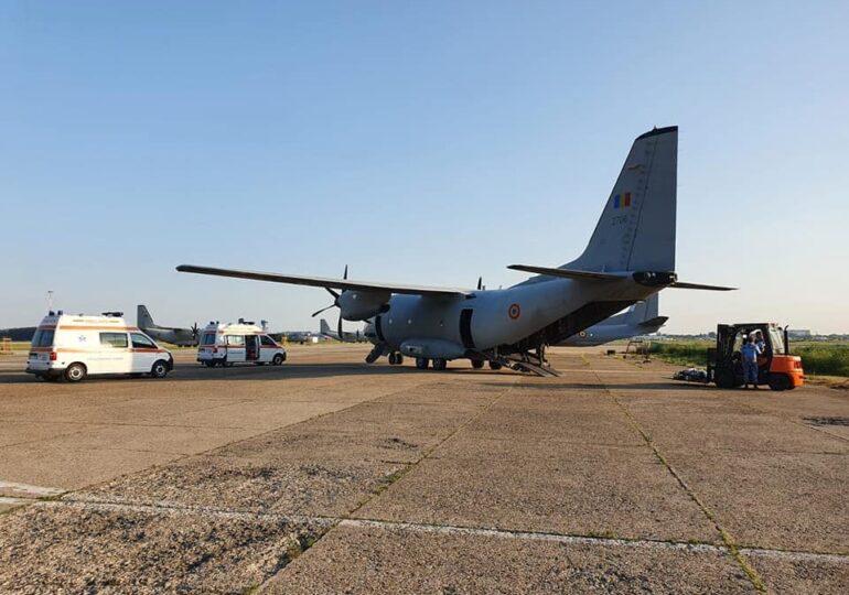 Patru bolnavi de COVID, în stare gravă, transportați de la Bucureşti la Târgu Mureş cu o aeronavă a Forţelor Aeriene