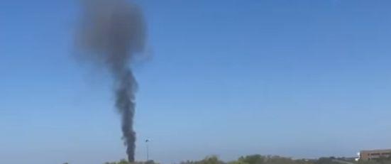 Un avion militar s-a prăbuşit într-o zonă rezidenţială din Texas (Video)