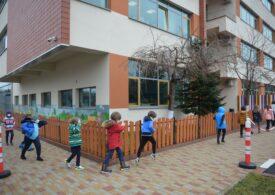 <i>Cine a stabilit pragul de 6 la mie? Ce a recomandat OMS și ce a făcut România? Închidem școlile sau nu?</i>  Dr. Adrian Wiener răspunde la întrebările zilei