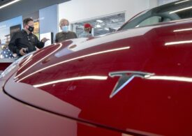 """Tesla își va verifica șoferii înainte să le ofere acces la ultimul update """"Full Self-Driving"""""""