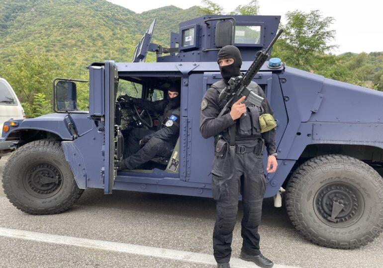 Serbia plasează în alertă trupe la frontiera cu Kosovo