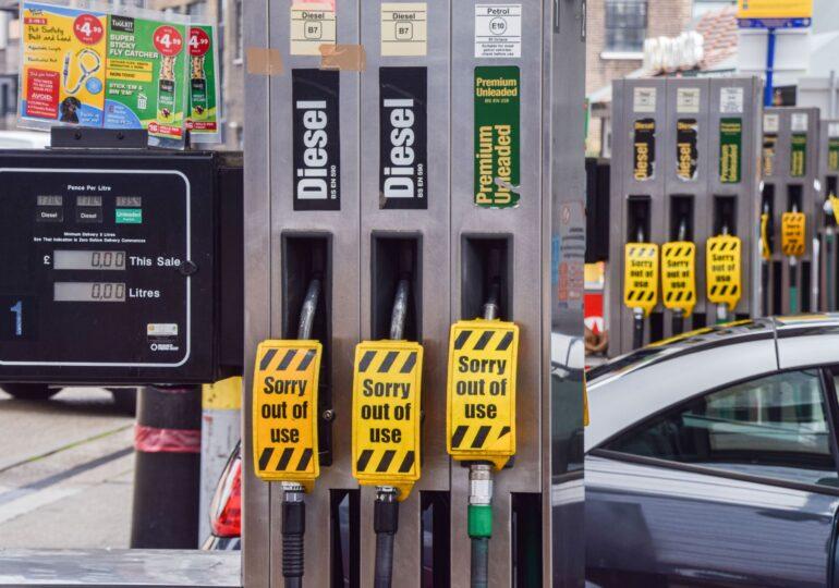 Criza de combustibil în Marea Britanie: Guvernul cere Armatei să fie pregătită (Foto & Video)