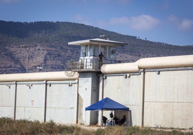 Peste un sfert din palestinienii din închisorile israeliene intră în greva foamei