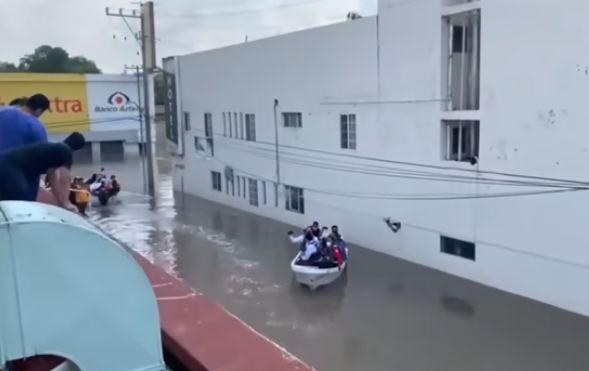 Inundaţii puternice în Mexic: 17 morţi într-un spital (Video)