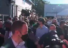 Justin Trudeau a fost atacat cu pietre de antivacciniști (Video)