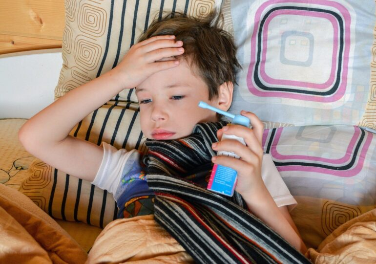 Când NU trimitem copilul la școală. 9 semne de boală