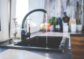 Ţara care va adăuga fluor în apa de la robinet, ca măsură de luptă împotriva cariilor dentare