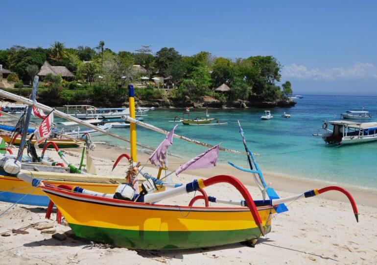 Indonezia îşi redeschide insulele turistice, inclusiv Bali. Dar românii nu sunt primiţi nici cu vaccin