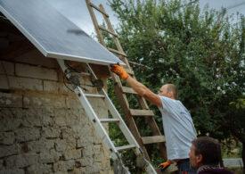 ENGIE ajută cu panouri solare zeci de familii nevoiașe, care vor avea astfel pentru prima dată curent electric