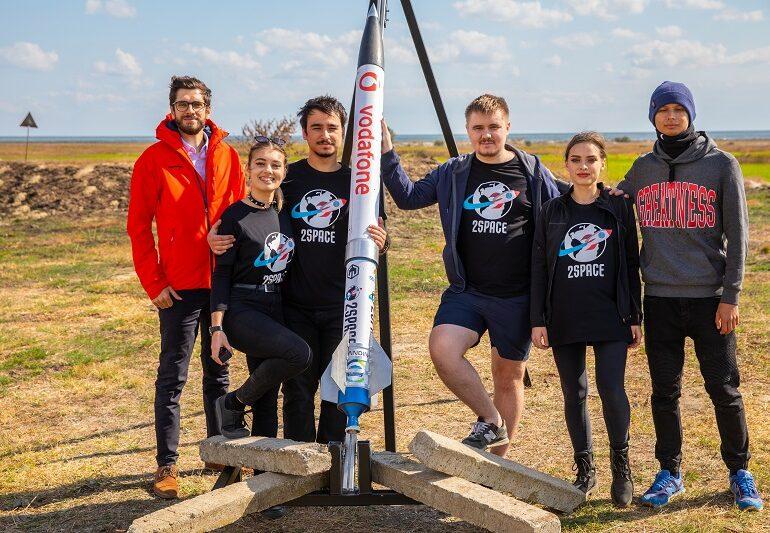 O echipă de studenți români participă la cea mai mare competiție de lansat rachete din lume
