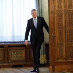 Iohannis pleacă
