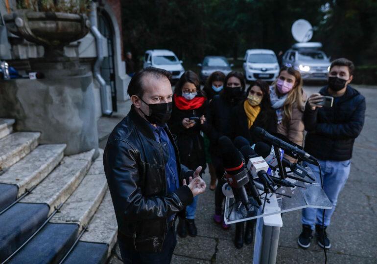 """Cîțu spune că s-a întâlnit cu Cioloș """"din respect pentru români"""", însă discuțiile n-au durat nici o oră și n-au avut rezultat"""