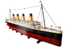 LEGO a creat o replică a Titanicului de 1,3 metri lungime, făcută din 9.090 de piese