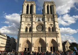 Un pilot suspectat că intenţiona să se prăbuşească cu avionul peste Notre-Dame a fost arestat la Paris