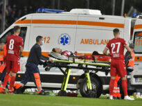 Detalii îngrijorătoare despre starea lui Alexandru Răuță, dinamovistul transportat la spital în timpul derbiului cu Rapid