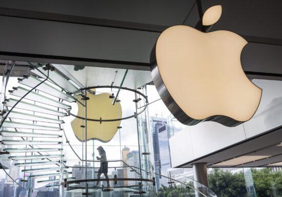 Apple își va testa angajații nevaccinați de fiecare dată când vor intra în birourile companiei. Dar sunt testaţi şi vaccinaţii