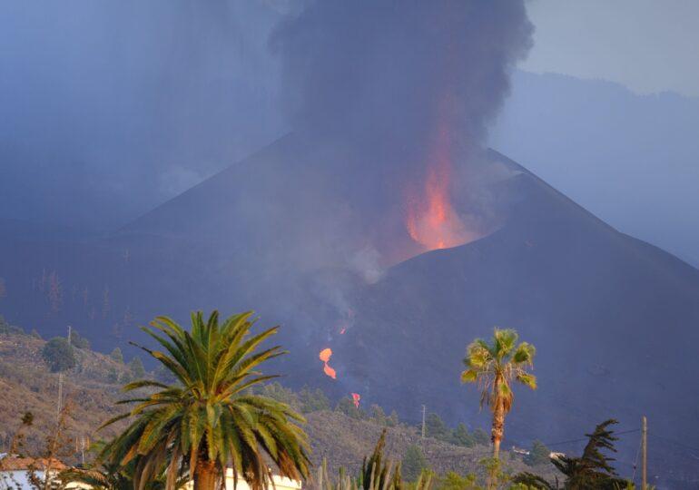 Un nor de dioxid de sulf emanat de pe insula La Palma a ajuns în Portugalia