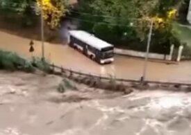 Ploi torențiale și o tornadă au lovit Italia (Video)