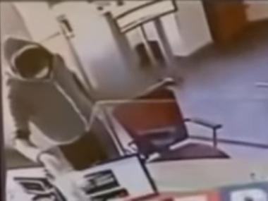 Jaf la o bancă din Braila. Hoțul e încă în libertate, după ce a fugit cu peste 5.000 de euro (Video)