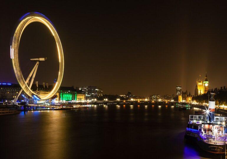 Londra îşi anulează al doilea an la rând focurile de artificii de Anul Nou, din cauza pandemiei