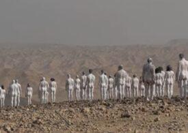 200 de persoane au pozat nud pe malul  Mării Moarte, ca soţia lui Lot, cea transformată în sare (Video)