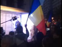 """Protest în centrul Capitalei față de noile restricţii, care intră luni în vigoare: """"Nu vom ceda – și vom câștiga!"""" (VIDEO)"""
